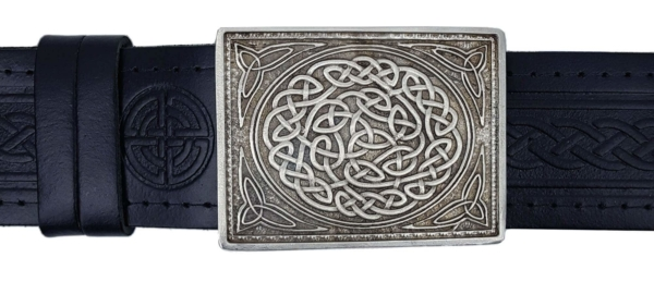 This attractive, sturdy kilt belt buckle is made to fit any standard kilt belt. Metal: Cast Pewter with matt finish Measures: 2.5 inches x 3.5 inches Made in Scotland