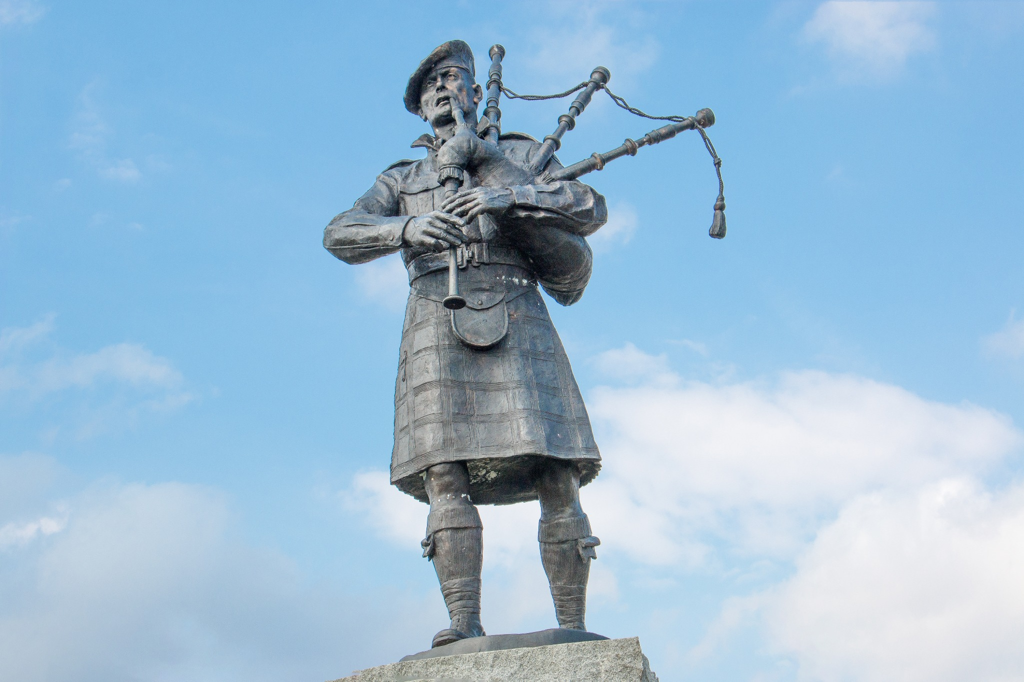 Memorial for the Highland Regiments bagpiper statue