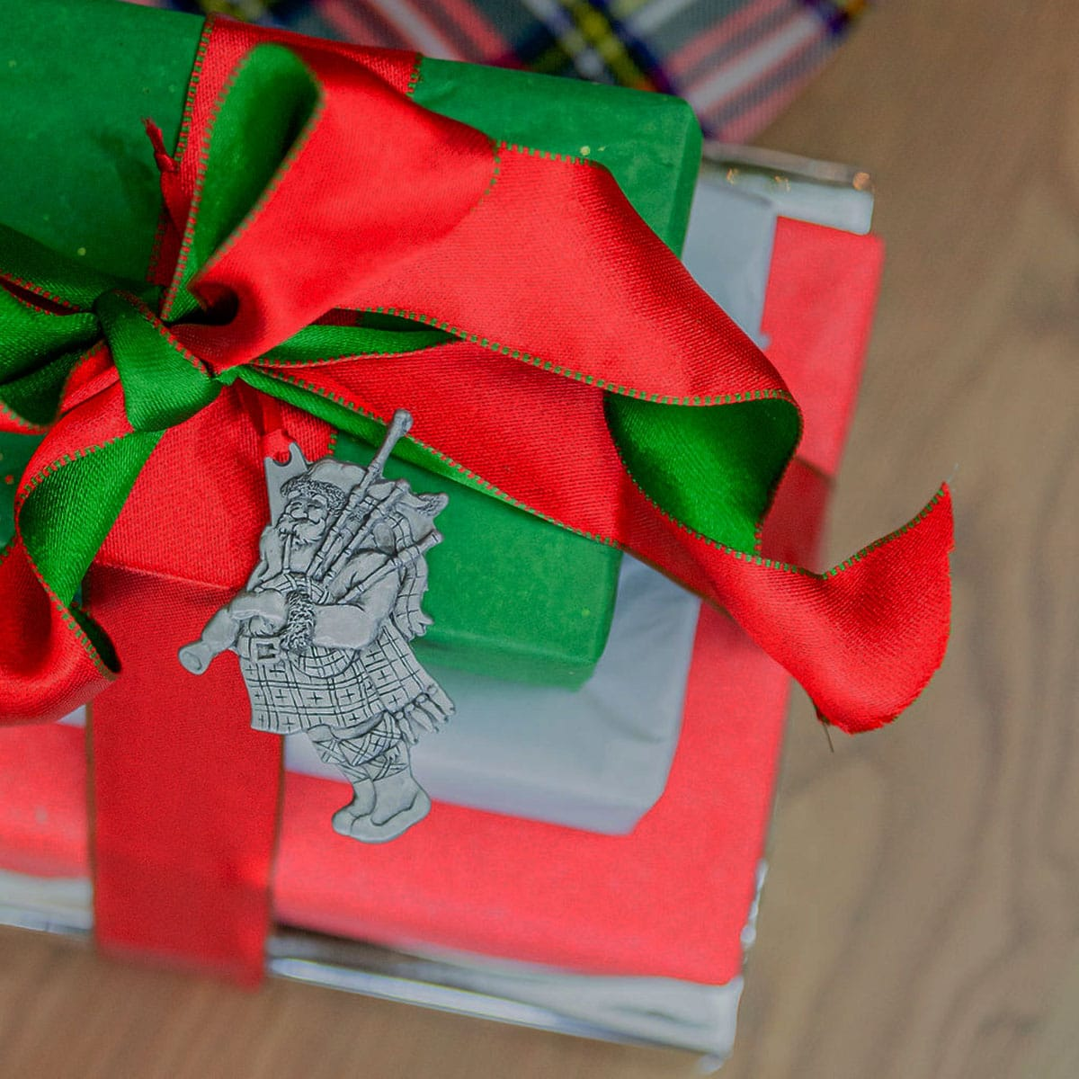 Bagpiping Santa Ornament