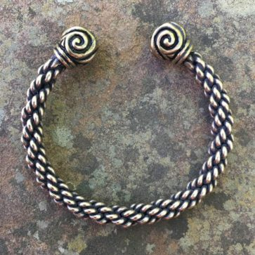 Triskele Bracelet Medium Braid