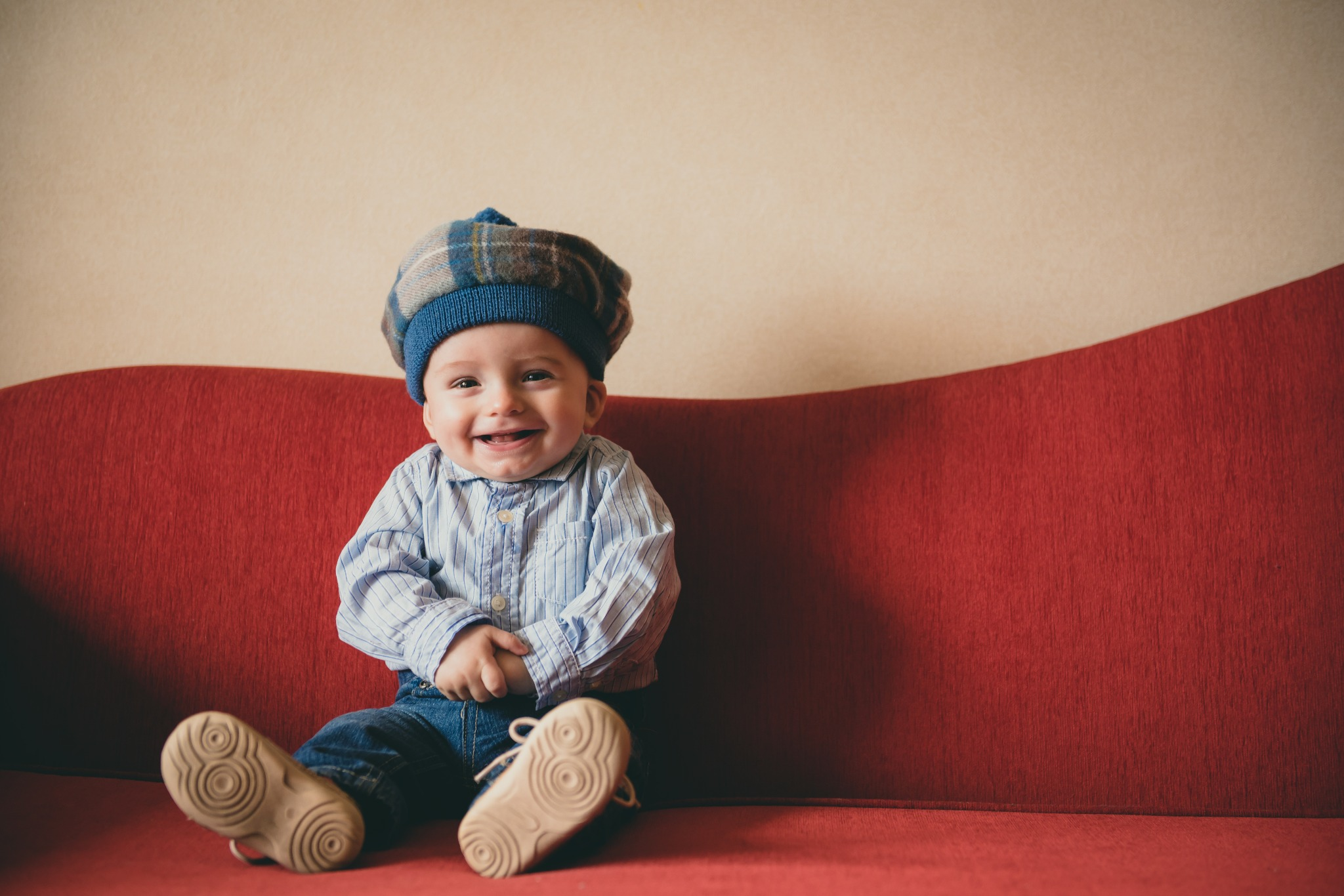 A baby wearing a Scottish tam